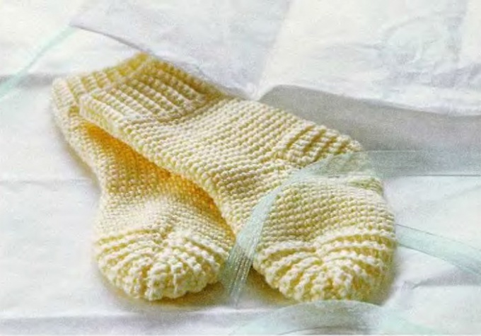 How to knit seamless socks on two needles