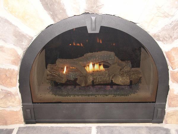 Что делать, если при растопке камина в доме появился дым