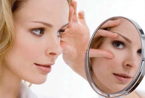 Уход за кожей вокруг глаз: делаем маски, выбираем подушку