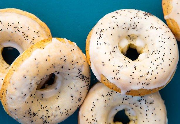 Как приготовить лимонно-маковые пончики с глазурью