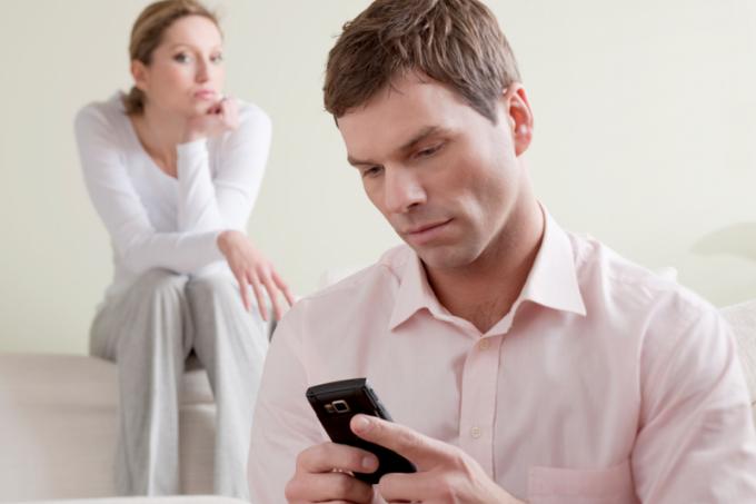 Мобильный телефон хранит в себе много секретной информации