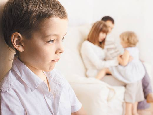 Как бороться с ревностью ребенка