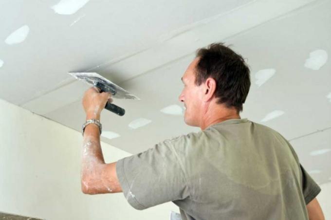 Как шпатлевать потолок из гипсокартона