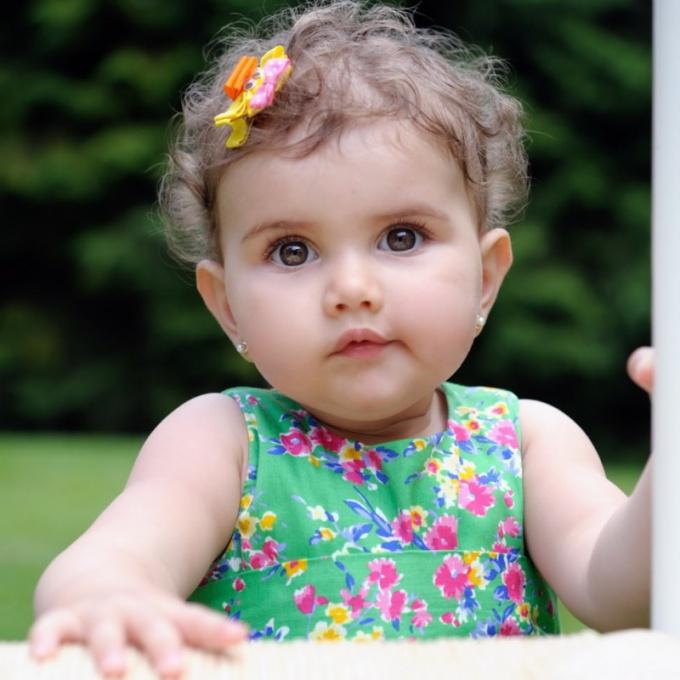 Когда лучше прокалывать уши ребенку