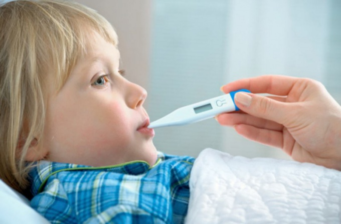 Когда детям надо сбивать температуру