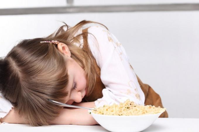 Как отучить ребенка от поглощения сладкого