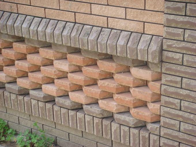 С помощью кирпича фасад можно сделать очень красивым