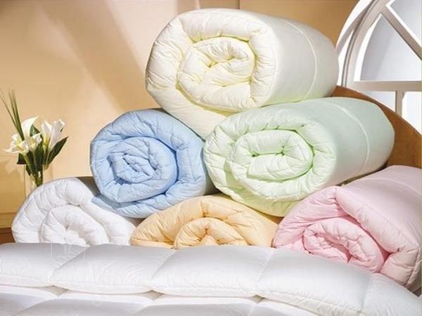 Какое одеяло лучше: шерстяное, синтепоновое или пуховое