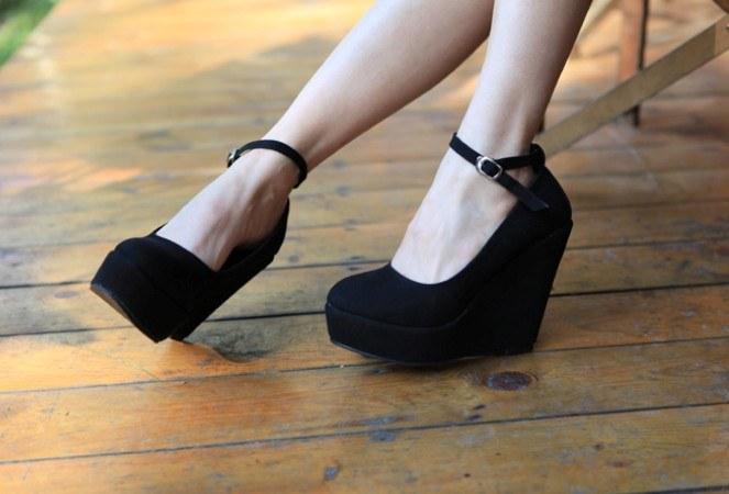 Замшевые туфли на платформе: как выбрать и с чем носить