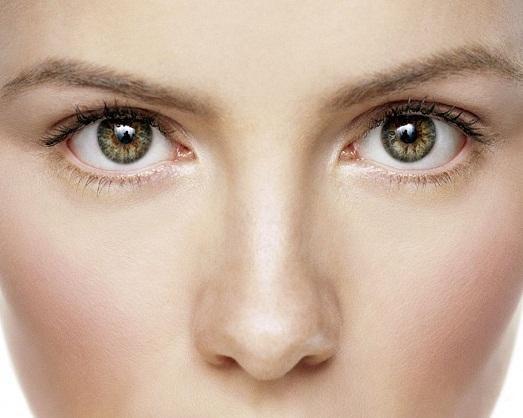 Как зрительно уменьшить ноздри с помощью макияжа