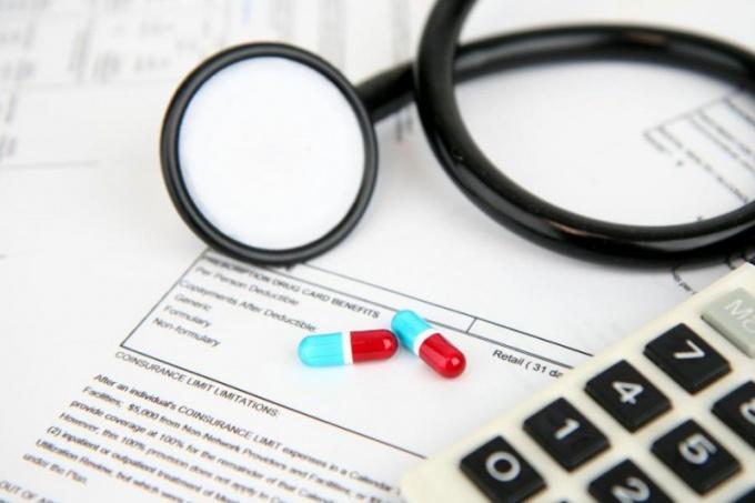 Полис ОМС: какую страховую компанию выбрать