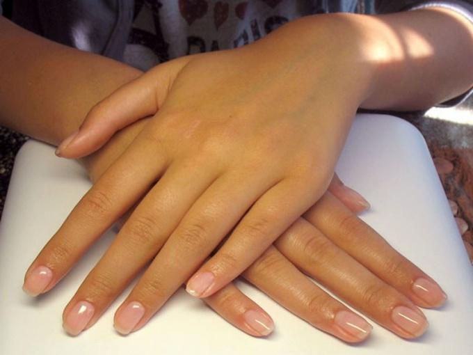 Какие преимущества укрепления натуральных ногтей гелем