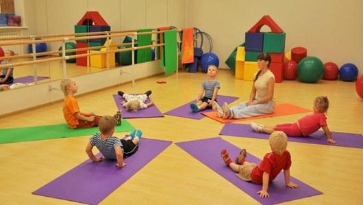 Дети любят выполнять физкультминутку
