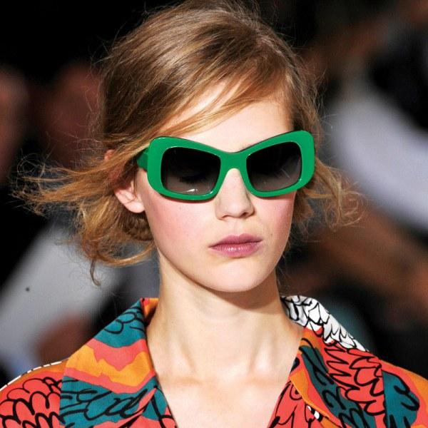 Как выбрать оправу очков под цвет волос