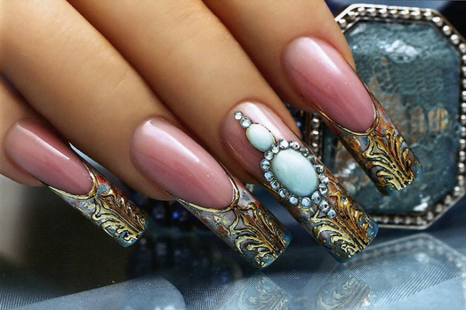 A luxurious trend - a liquid stone on the nails