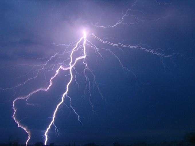 Что будет, если в летящий самолет попадет молния