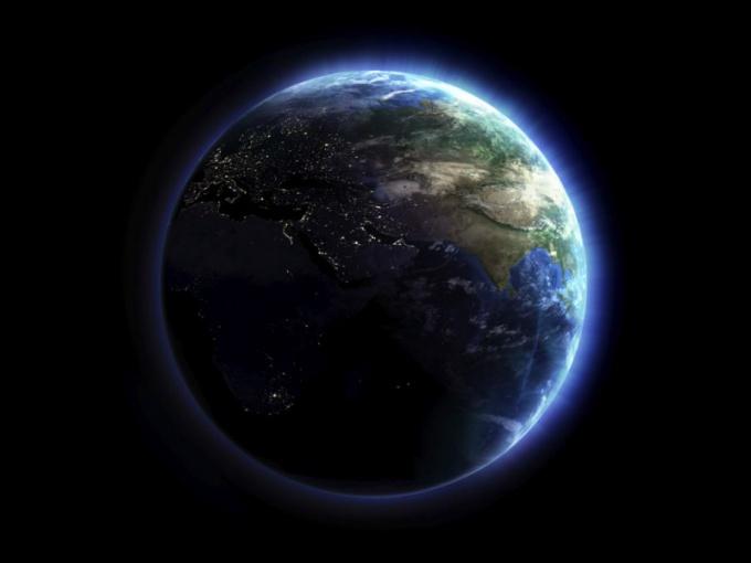 Чему равна окружность земли