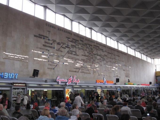 Внутри вокзала
