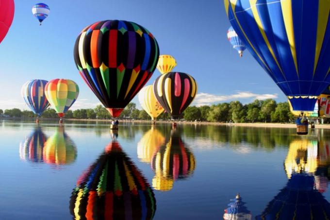 Какая сила поднимает в воздух воздушные шары