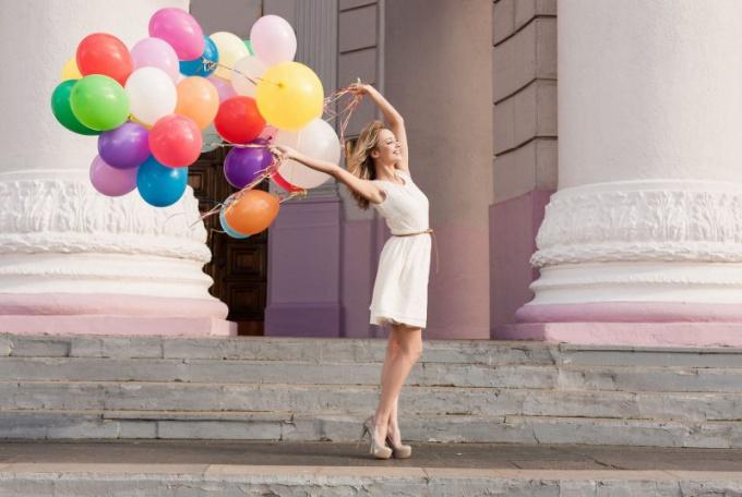 Почему сдувается воздушный шарик