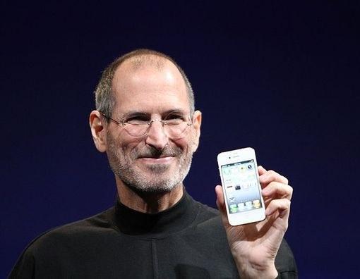 Стив Джобс представляет iPhone