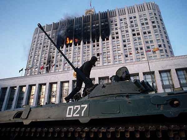 Москва, 1993. Танки у Белого дома.