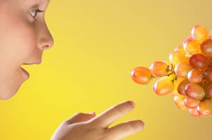 Когда можно давать виноград ребенку