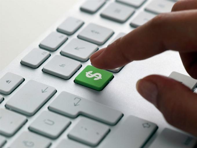 Как заработать с помощью сайта 20000 долларов за год