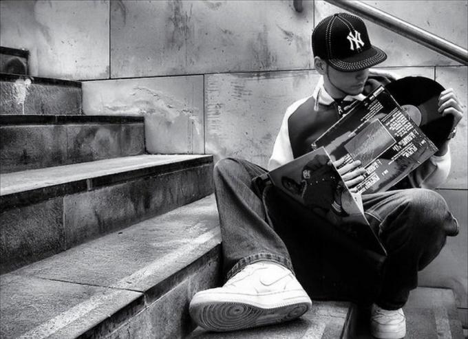 Почему молодежь слушает рэп