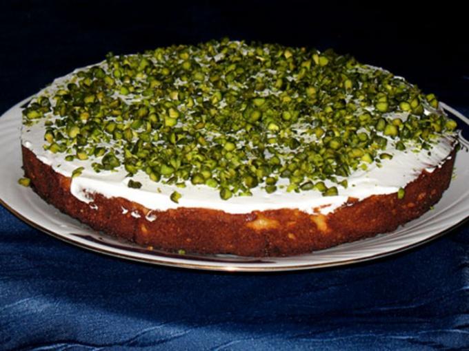 Абрикосовый пирог с фисташками