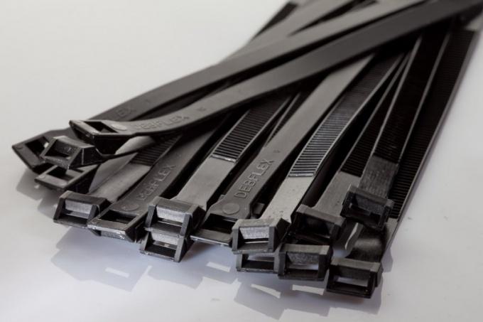 Кабельная стяжка используется для монтажа проводки