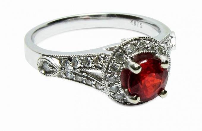 Как выглядит драгоценный камень рубин