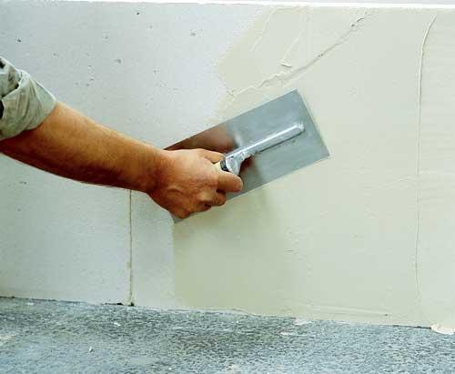 Стены в ванной можно выровнять несколькими способами