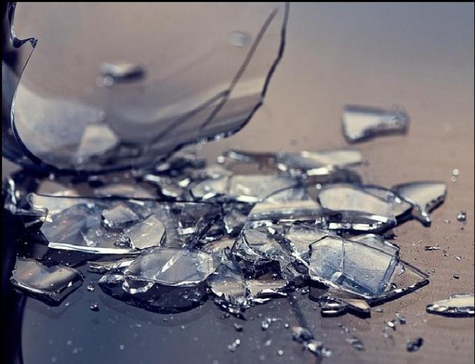 Разбитое стекло символизирует как добро, так и опасность!