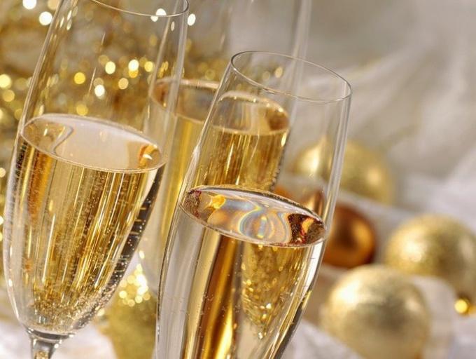 Можно ли беременной бокал шампанского