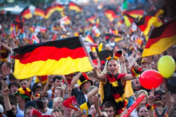 Для болельщиков сборной Германии футбол — это праздник, радость и красота, а не драки фанатов