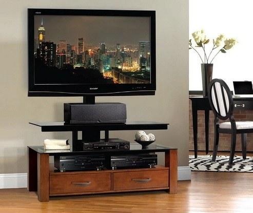 В ТВ-тумбе должны сочетаться красота и устойчивость