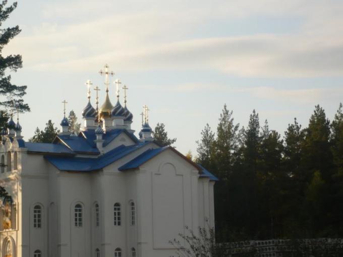 Один из храмов Среднеуральского монастыря