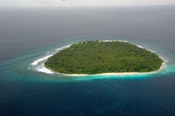 Как подать сигнал бедствия с необитаемого острова