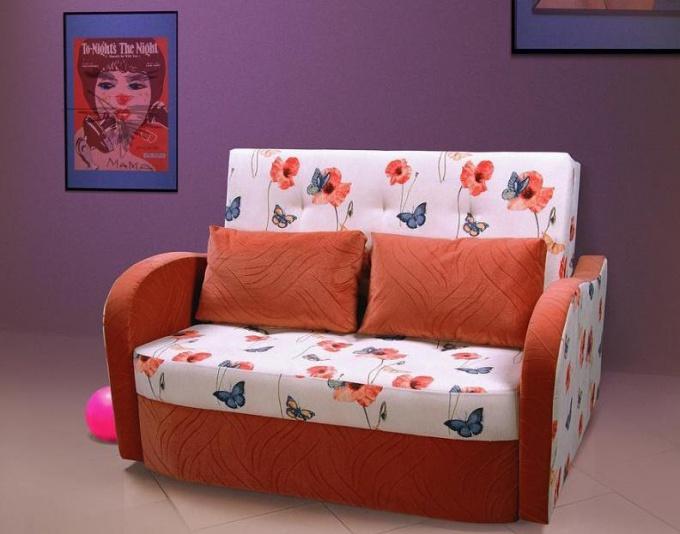 Как выбирать детские диваны для девочек