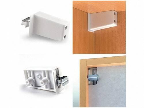 Выбор креплений зависит как от конкретного шкафчика, так и от всей итоговой кухонной конструкции