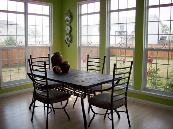 Кухонный стол: как выбрать подходящий вариант?