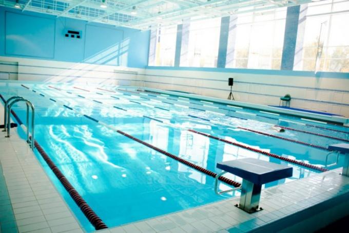 Какой температуры должна быть вода в бассейне
