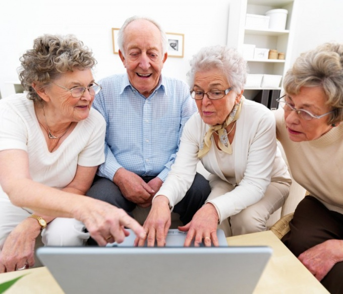 Можно ли в России получать пенсию и официально работать