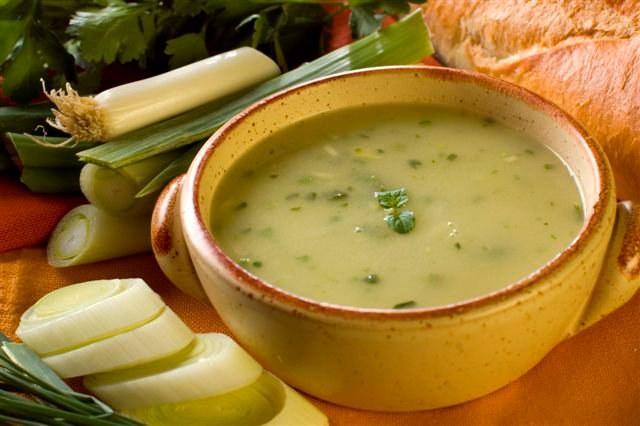 Сытный и вкусный гороховый суп - полезное блюдо для повседневного стола
