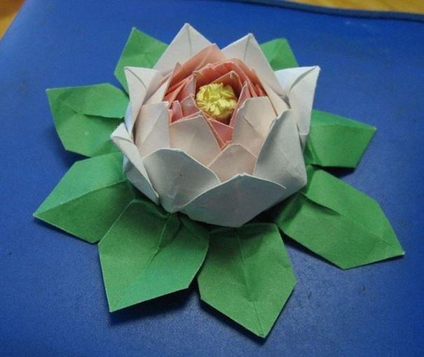 Лотос из модулей оригами