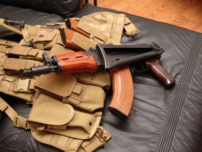 Существует множество видов холодного и огнестрельного оружия