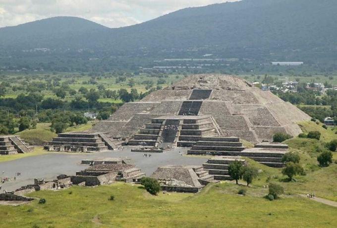 Где находится пирамида Луны и Солнца
