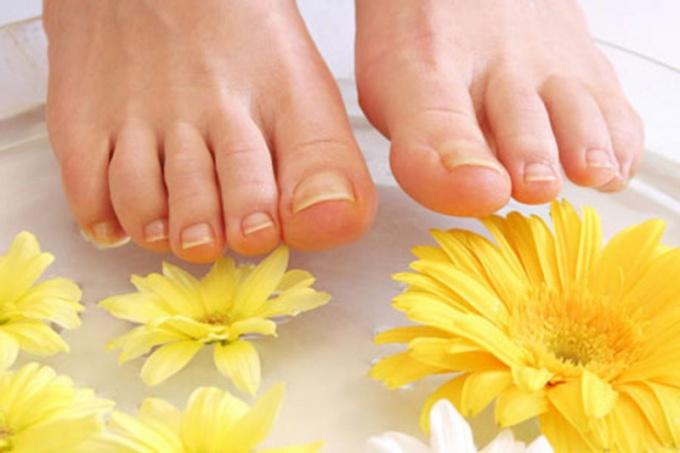 Почему возникает утолщение ногтей на ногах