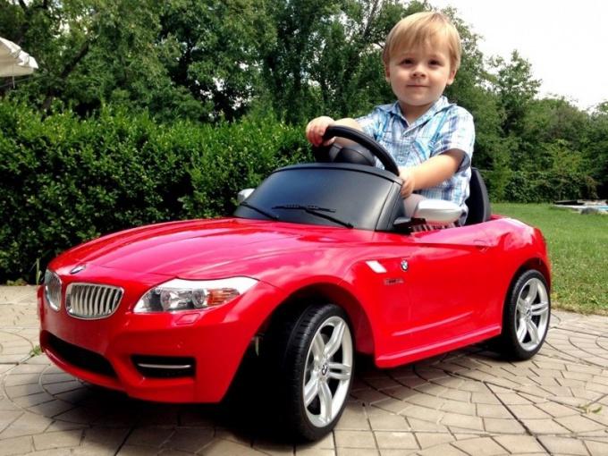 Электромобиль для детей: за и против